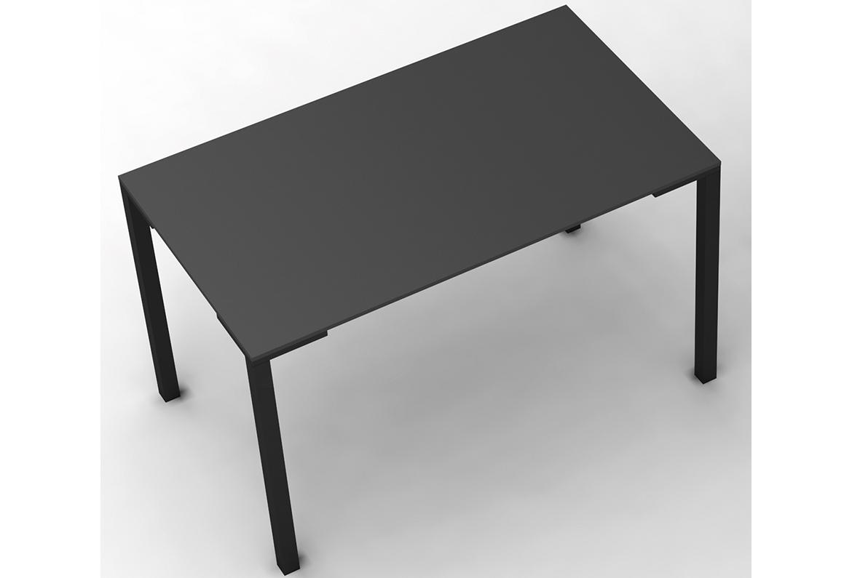Czarny stolik do ogródka restauracji TOGO PEDRALI