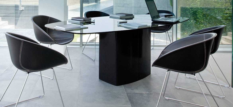 Stół do biura, sali konferencyjnej szklany Aero Pedrali