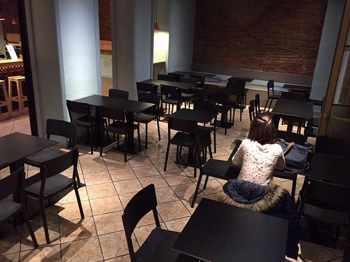 Krzesła do kawiarni i restauracji czarne Lisboa