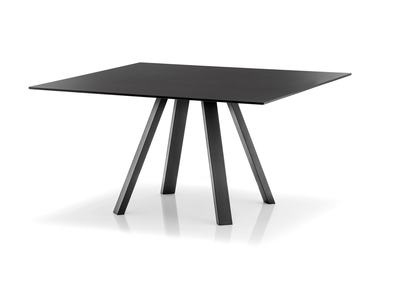 Czarny stół industrialny Arki Table Pedrali