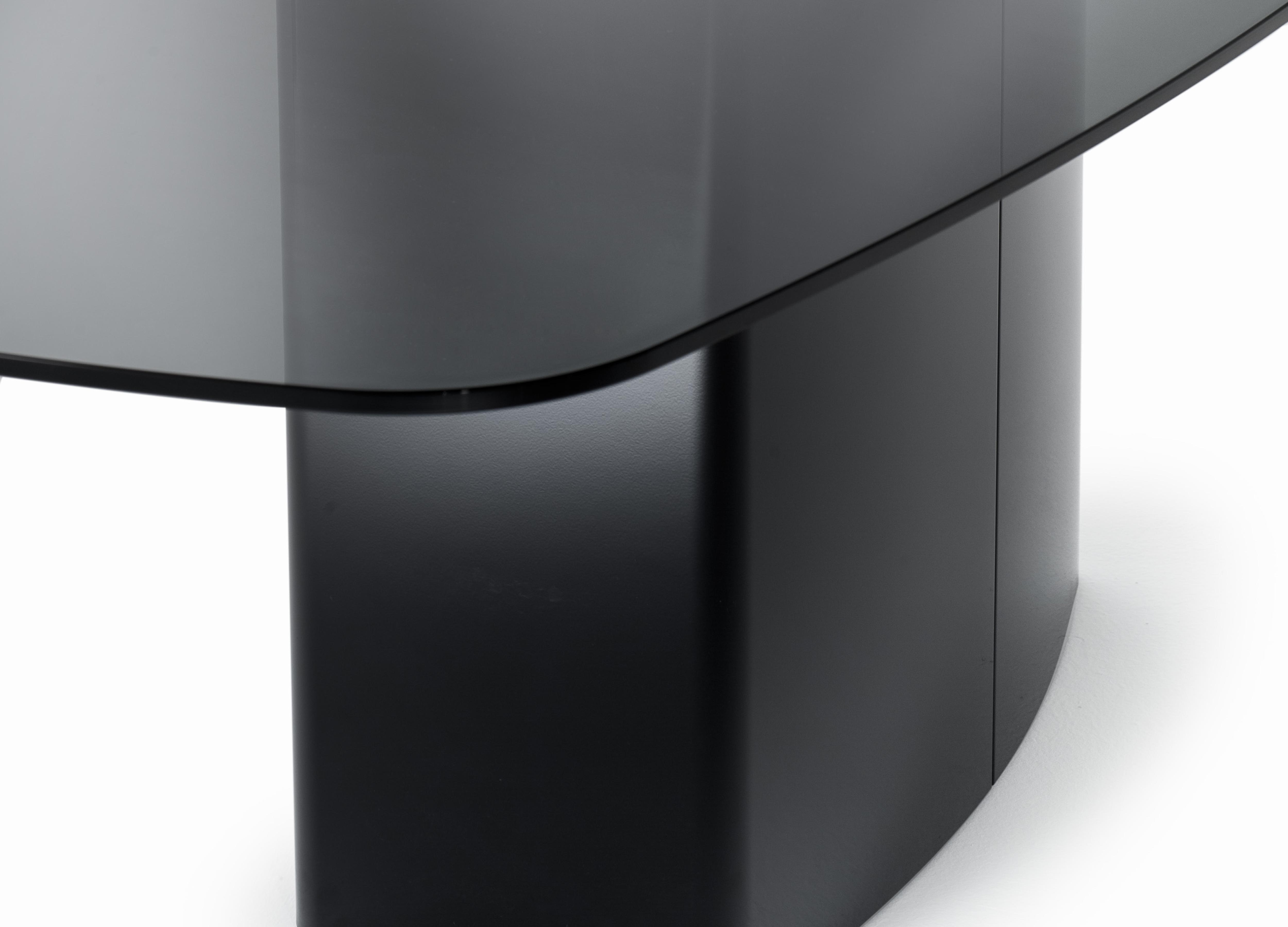 Designerski stół z blatem hartowanym Aero Pedrali