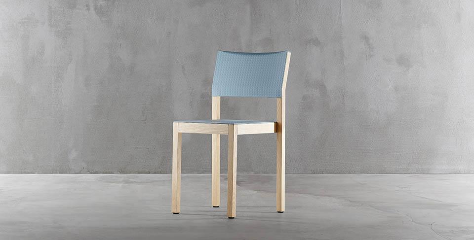 designerskie krzesło drewniane