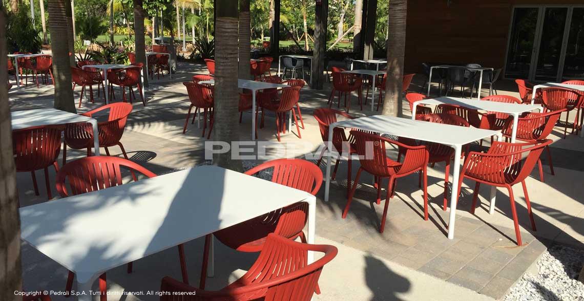 Stół do ogrodu restauracji JUMP Pedrali