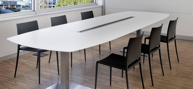 Stół konferencyjny na nogach ze stali szczotkowanej PLANO PEDRALI