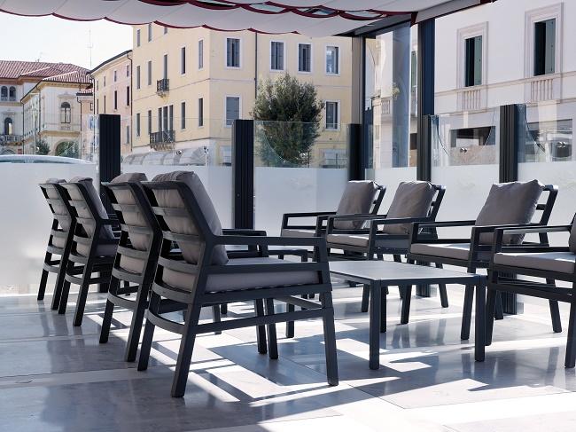 Krzesła I Stoły Ogrodowe Do Restauracji Z Tworzywa Dominova