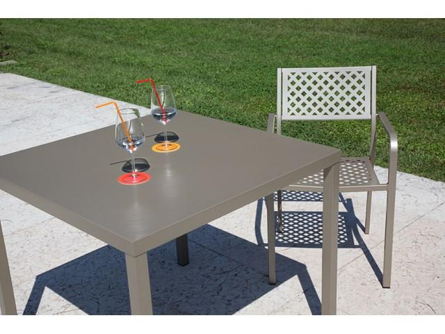 metalowy stół do kawiarni 90x90