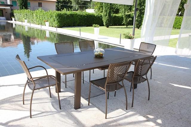Metalowy stół na taras HELIOS XL RD ITALIA