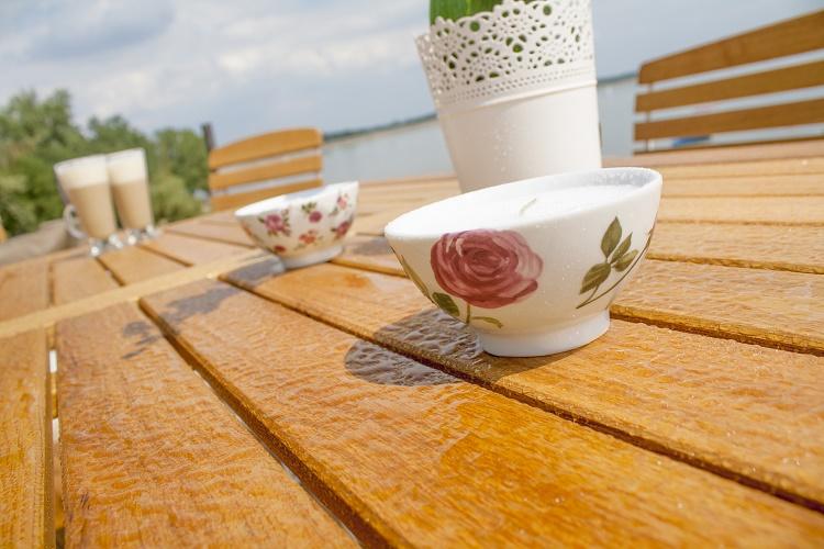 Stół do ogrodu drewniano metalowy