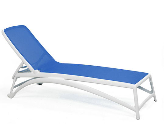 leżak basenowy biało-niebieski Atlantico Nardi