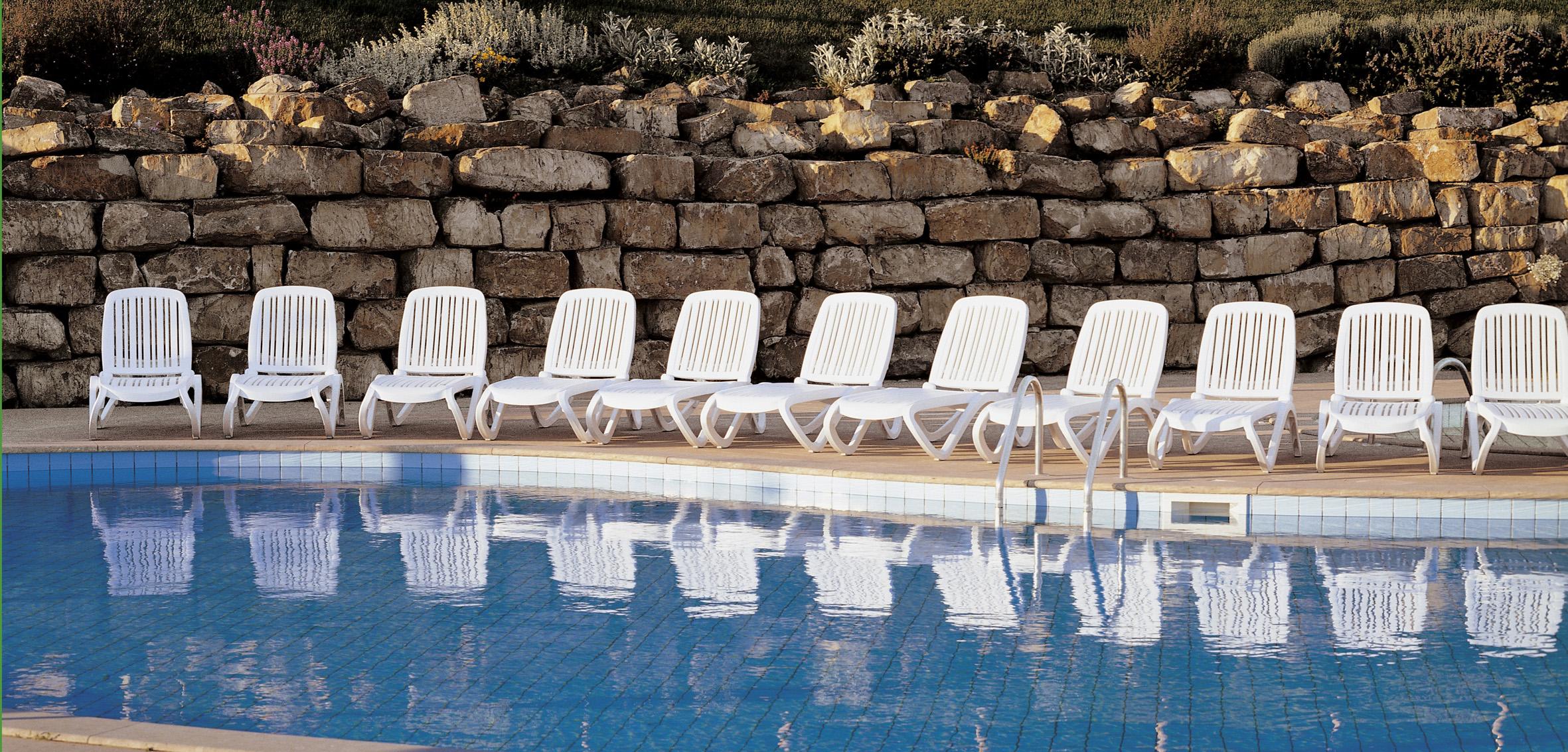włoskie leżaki basenowe