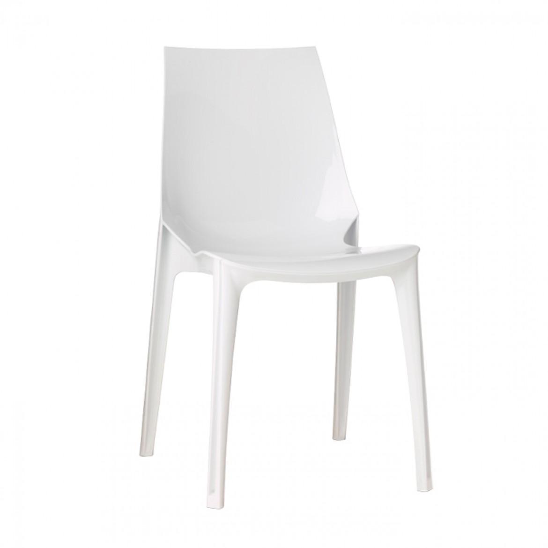 białe krzesło vanity scab design